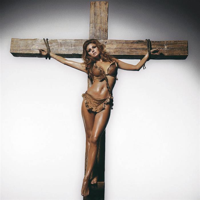 Raquel Welch on the cross, Los Angeles 1970
