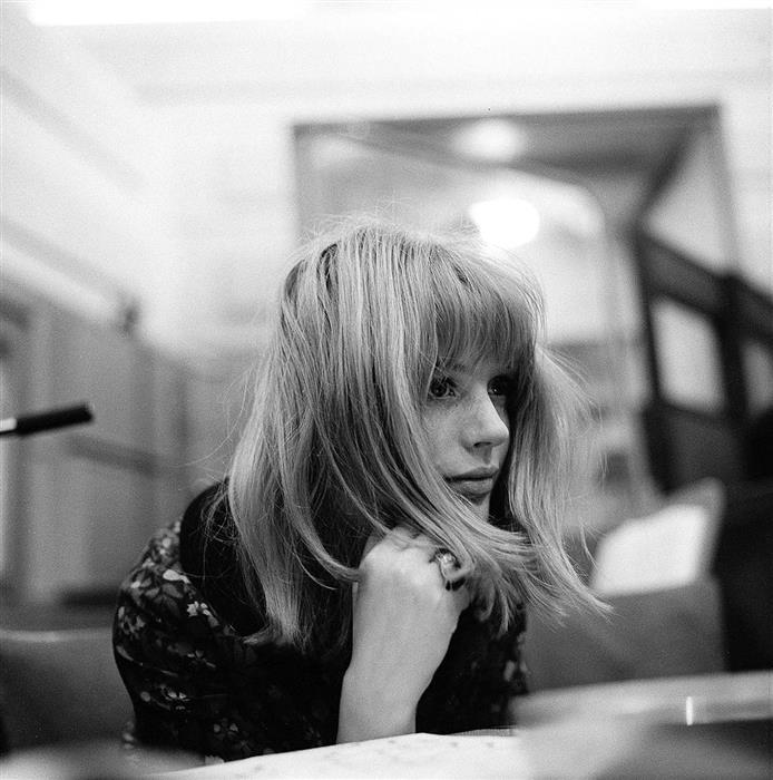 Marianne Faithfull in recording studio
